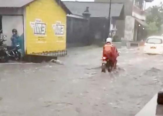 Nusabali.com - jalan-utama-banjar-kebon-banjir
