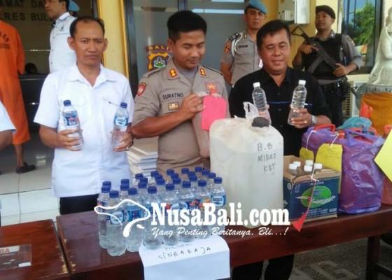 Nusabali.com - jelang-nataru-70-liter-arak-diamankan