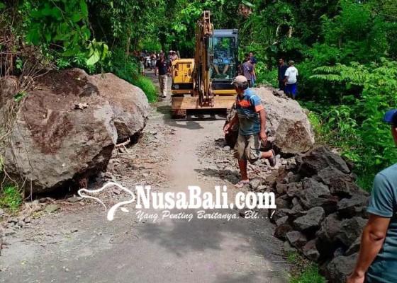 Nusabali.com - jalan-tertimpa-longsoran-sudah-bisa-dilalui
