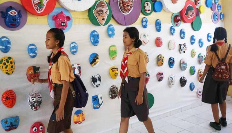 www.nusabali.com-siswa-gelar-pameran-1000-topeng