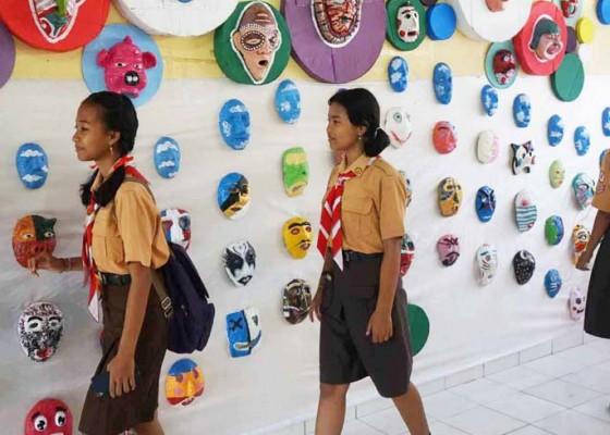 Nusabali.com - siswa-gelar-pameran-1000-topeng