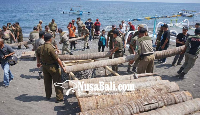 www.nusabali.com-satpol-pp-bongkar-penggaraman-di-amed