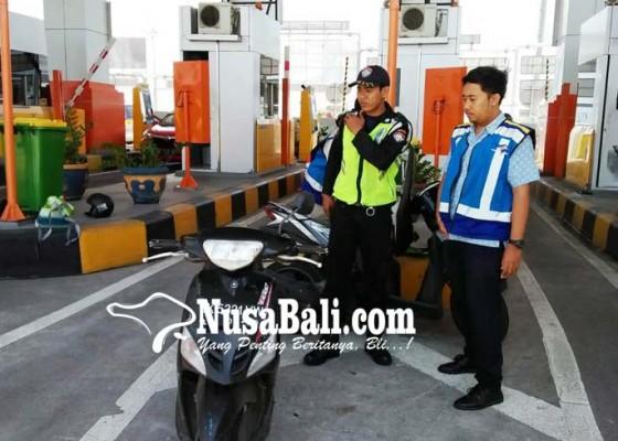 Nusabali.com - wisman-seruduk-satpam-dan-pengendara
