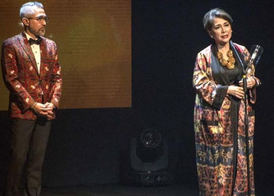 Nusabali.com - widyawati-raih-life-time-achievement