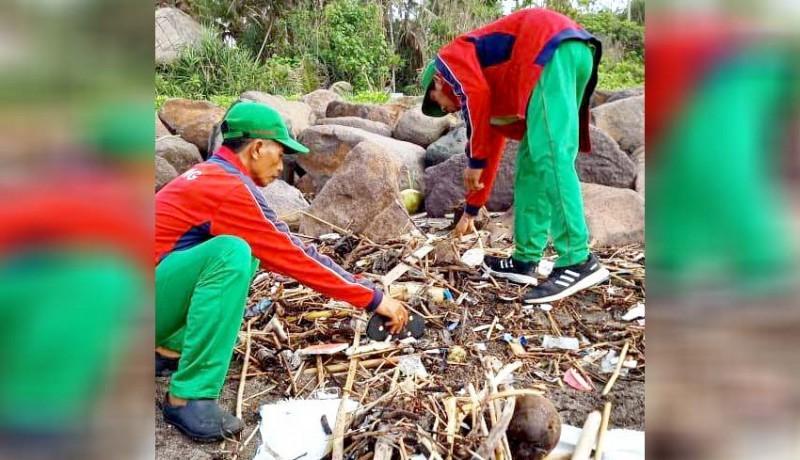 www.nusabali.com-sampah-kiriman-mulai-terjang-pantai-pererenan