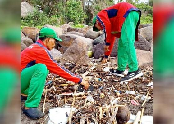 Nusabali.com - sampah-kiriman-mulai-terjang-pantai-pererenan