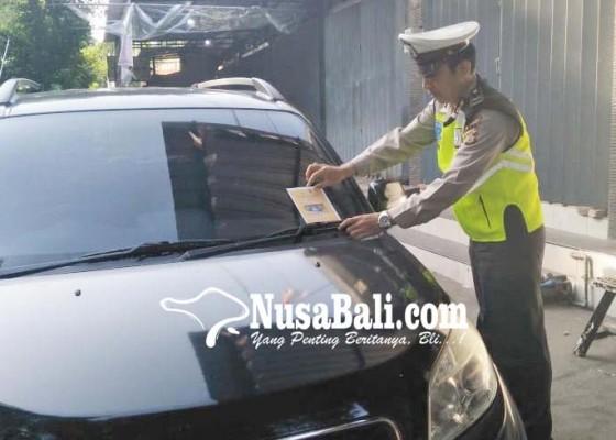 Nusabali.com - salah-parkir-masih-dimaafkan-dengan-stiker