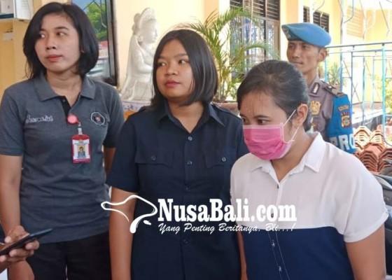 Nusabali.com - perempuan-eks-pegawai-dealer-gelapkan-18-motor