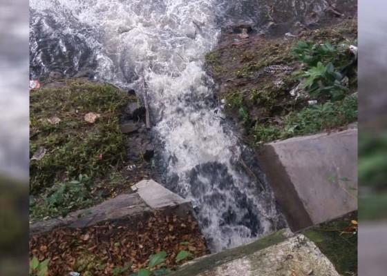 Nusabali.com - perbaikan-pipa-dsdp-buang-limbah-ke-sungai