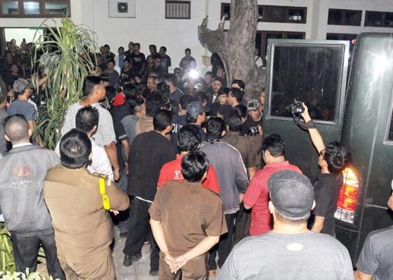 Nusabali.com - 11-tersangka-tetap-ditahan-di-polda
