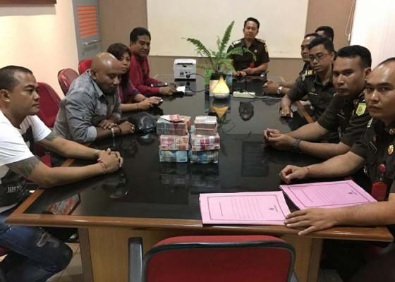 Nusabali.com - anggota-dprd-klungkung-kembalikan-kerugian-negara