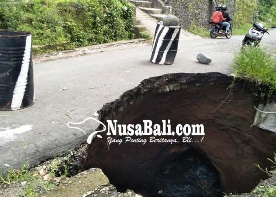 Nusabali.com - jalan-jebol-di-abuan-makin-parah