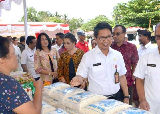 Nusabali.com - badung-gelar-pasar-murah-jelang-galungan-dan-natal