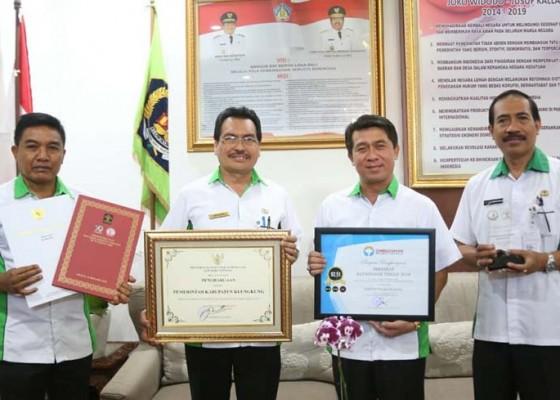 Nusabali.com - pemkab-klungkung-raih-penghargaan-pelayanan-publik-dan-peduli-ham