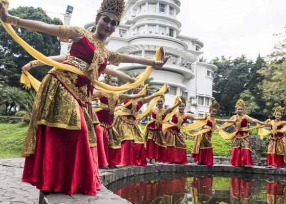 Nusabali.com - festival-isola-menari-12-jam-nonstop