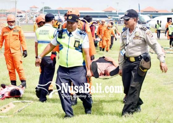 Nusabali.com - pesawat-terbakar-15-tewas-puluhan-luka