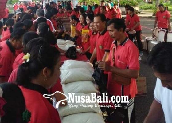Nusabali.com - usai-senam-pegawai-serbu-pasar-murah