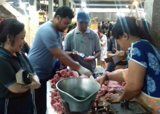 Nusabali.com - badung-siapkan-tim-khusus-periksa-kesehatan-daging-babi
