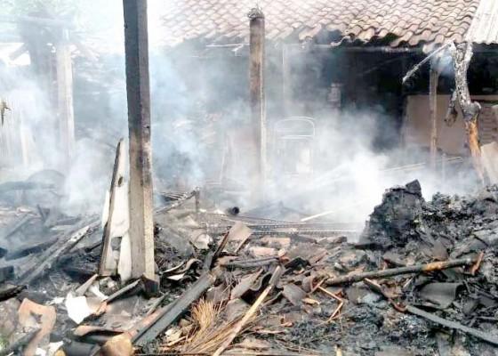 Nusabali.com - ditinggal-melayat-dapur-terbakar