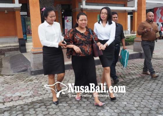 Nusabali.com - hamil-tua-istri-dewan-tersangka-biogas-tak-ditahan