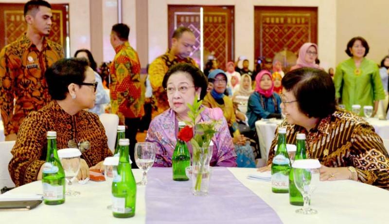 www.nusabali.com-mega-kumpul-bareng-menteri-perempuan