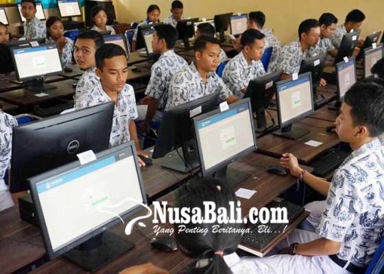 Nusabali.com - ujicoba-unbk-sma-puluhan-komputer-rusak