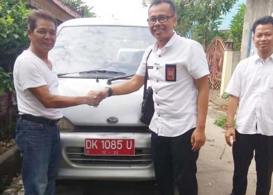 Nusabali.com - akhirnya-mantan-dewan-kembalikan-mobil-dinas