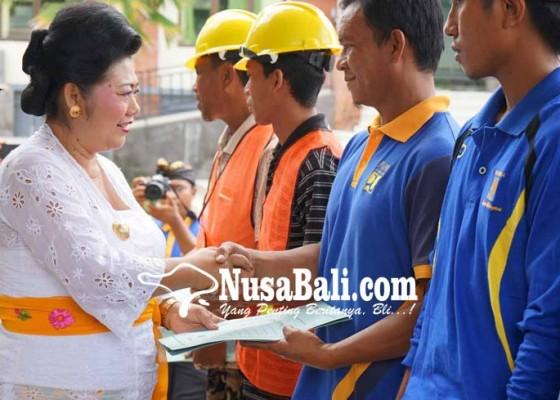 Nusabali.com - 457-tenaga-kerja-lulus-sertifikasi-keterampilan