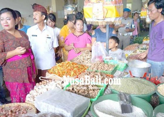 Nusabali.com - bupati-karangasem-cek-harga-sembako