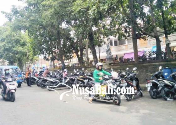 Nusabali.com - dishub-naikkan-target-retribusi-parkir