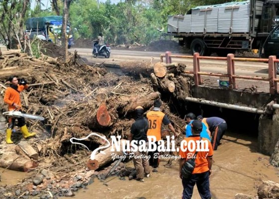 Nusabali.com - jalur-singaraja-gilimanuk-sempat-tutup-beberapa-jam