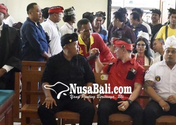 Nusabali.com - ratusan-polisi-jaga-ketat-sidang-putusan-ismaya