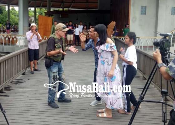 Nusabali.com - geng-cewek-diajak-main-film