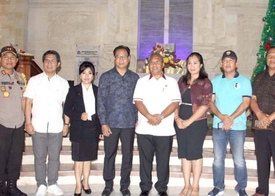 Nusabali.com - wabup-suiasa-pantau-perayaan-natal-di-sejumlah-gereja