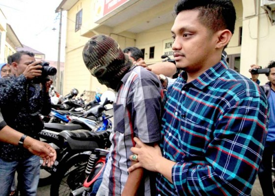 Nusabali.com - penyebar-video-maruf-amin-berkostum-sinterklas-ditangkap