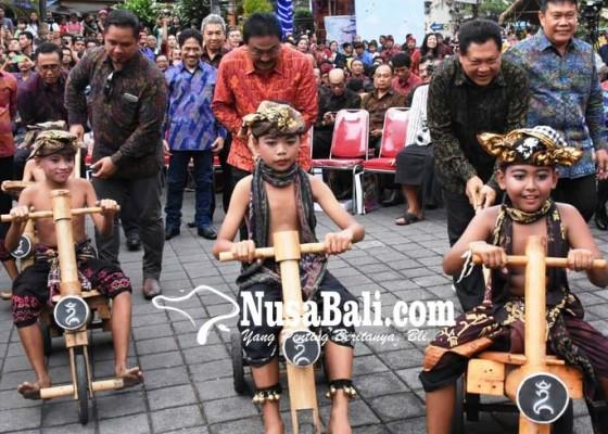 Nusabali.com - pembukaan-denfest-penuh-keceriaan