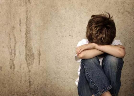 Nusabali.com - hilangkan-trauma-anak-anak-diajak-bermain-di-pengungsian