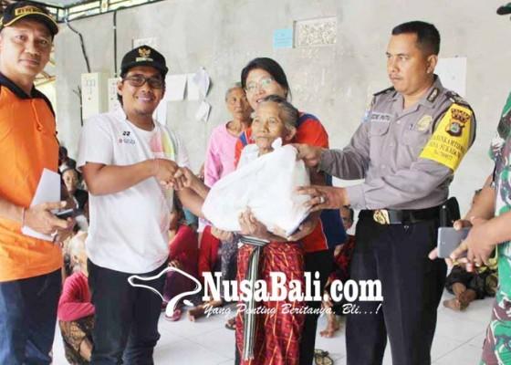 Nusabali.com - perbekel-sukadana-salurkan-bantuan-sembako