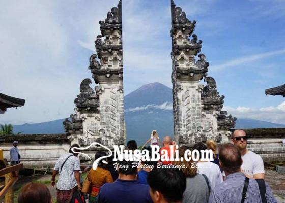 Nusabali.com - gunung-agung-erupsi-penerbangan-bandara-ngurah-rai-tak-terpengaruh