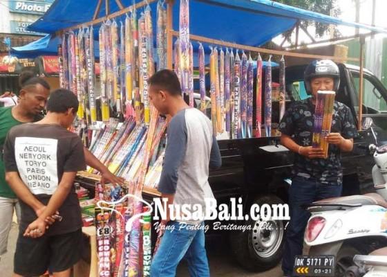 Nusabali.com - pembeli-kembang-api-mulai-ramai