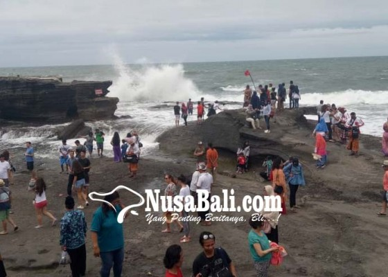 Nusabali.com - gelombang-tinggi-tanah-lot-perketat-keamanan-wisatawan