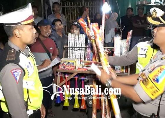 Nusabali.com - polres-jembrana-sita-kembang-api-dan-petasan