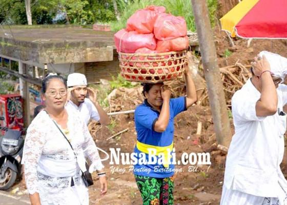 Nusabali.com - upah-tukang-suwun-lempuyang-rp-130000