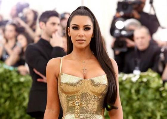 Nusabali.com - kardashian-dapat-kado-seharga-rp-203-m