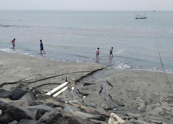 Nusabali.com - saluran-pembuang-limbah-terabas-senderan-pantai