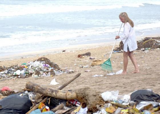 Nusabali.com - dinas-lhk-badung-kerahkan-1000-personel-untuk-bersihkan-sampah