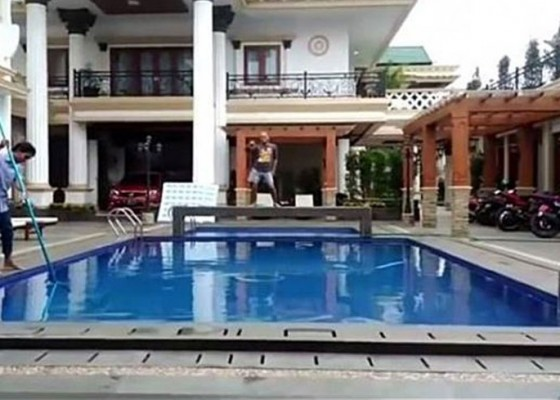 Nusabali.com - istana-sule-dihuni-kuntilanak-dan-hantu-ngesot