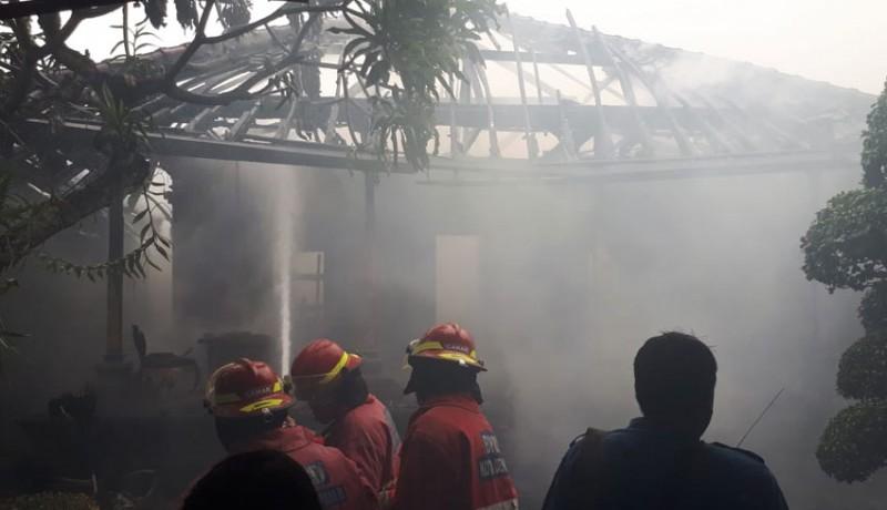 www.nusabali.com-diduga-korsleting-listrik-rumah-dan-palinggih-terbakar