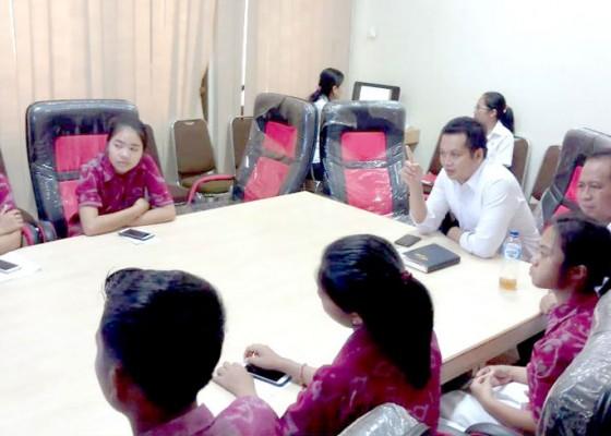 Nusabali.com - wabup-kembang-ajak-pelajar-ikuti-kesehariannya