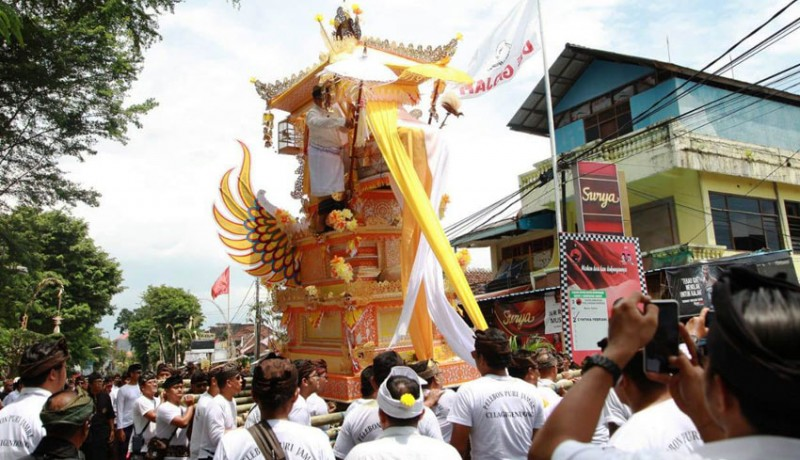 www.nusabali.com-ibunda-sekda-denpasar-dipalebon